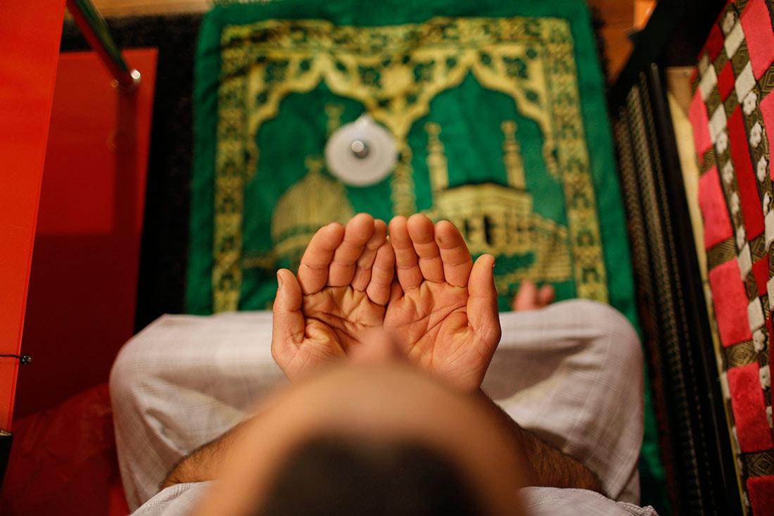 Living-as-a-Muslim-in-Paris_pixanews-2